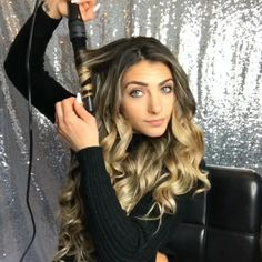 Learn how to apply and blend your cliphair clip in hair extensions within minute. , Learn how to apply and blend your cliphair clip in hair extensions within minutes! Ice Blonde Hair, Brown Blonde Hair, Light Brown Hair, Pink Hair, Ashy Hair, Blonde Wig, Dark Brown, Blonde Honey, Honey Brown
