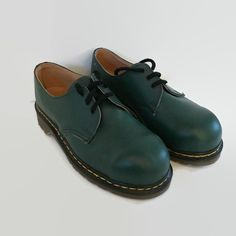 Grunge shoes, 90s grunge, pastel goth, soft grunge, doc martens, Oxford shoes, oxford outfits, doc marten outfits, grunge outfits, 90s clothing, 90s outfits