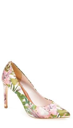So in love with these floral pumps. Great way to dress up jeans or add some color to a summer outfit.