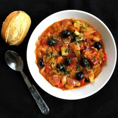 Vegan leek and black olive stew, a delicious vegan meal that is ready in well under 30 minutes. Low in calories and loaded with vitamins and minerals.