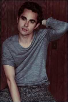 Max Minghella Covers DuJour, Talks 'Handmaid's Tale' Celebrity Crush, Celebrity Photos, Crush Movie, Beautiful Men, Beautiful People, The Fashionisto, Boy Face, Hollywood Men, Young Actors