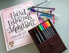 Handlettering Alphabete von Tanja Cappell alias Frau Hölle + die neuen Calli Brush Pens in 11 starken Farben mit 2 Spitzen: Keilspitze für Kalligraphie und Pinselspitze für Brushlettering