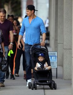 Josh Duhamel seen city strolling with a Nuna PEPP! Double Stroller Reviews, Best Double Stroller, Double Strollers, Baby Strollers, Stroller Board, Convertible Stroller, Josh Duhamel, Celebs, Celebrities
