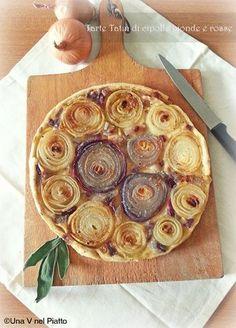 Una sfiziosa tarte tatin di cipolle bionde e rosse, ottima per un aperitivo o antipasto. Sfiziosa e buonissima.