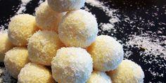 Ve smetaně si uvaříme pudink. Když nám pudink zhoustne, přidáme vanilkový cukr a bílou čokoládu. Stále mícháme dokud se vše nerozpustí. Pak přidáme kokos a stále mícháme. Směs ochutnáme, pokud máte rádi sladší přidejte cukr moučku. My jsme žádný jiný cukr nepřidávali, protože se nám to sladké zdálo celkem dost. Dáme směs vychladit do lednice …