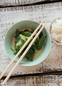 Grünes Thai Curry - mit Zucchini, Erbsenschoten und Babyspinat