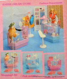 So much Barbie stuff! Barbie E Ken, Barbie Doll House, Barbie Dream, Barbie Stuff, Barbie Clothes, Barbie Furniture, Furniture Vintage, Vintage Barbie, Vintage Dolls