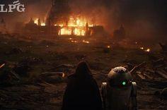 En las imágenes, de tono mucho más oscuro e inquietante que la anterior película, aparece Rey entrenando junto a Luke Skywalker y blandiendo su espada láser.