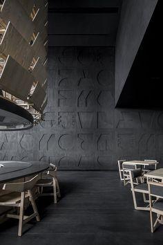 Samurai armour informs Esrawe's Tori Tori restaurant in Mexico City Japanese Restaurant Interior, Restaurant Interiors, Restaurant Restaurant, Japanese Interior, Tori Tori, Geometric Construction, Villa, Private Dining Room, Samurai Armor