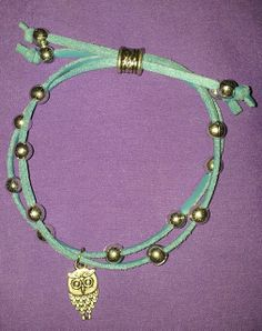 Pulsera, armala a tu estilo con colores y detalles de colgantes. $1.500 c/u