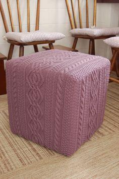 Puffs de tricô na decoração - Urbaville Urbanismo - Loteadora em Minas Gerais Crochet Box, Knit Crochet, Knitted Pouf, T Shirt Yarn, Handmade Home, Scandinavian Style, Knitting Yarn, Lana, Diy Home Decor