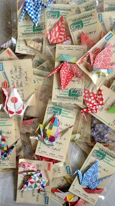 Origami cranes via ingthings, for more inspiration: Kringloopgeluk van Ingrid van Willenswaard