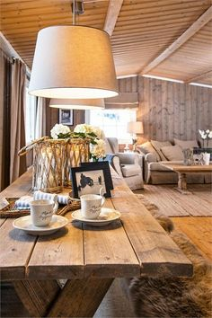 FINN Eiendom - Fritidsbolig til salgs Cedar Homes, Log Homes, Dining Room Design, Interior Design Living Room, Cottage Design, House Design, Country Girl Home, Cosy Decor, Chalet Interior