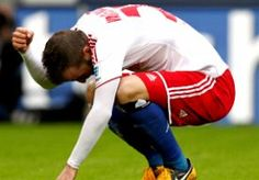 6-Apr-2013 20:29 - HSV IS TEGEN FREIBURG DREUN VAN BAYERN NIET TE BOVEN. Hamburger SV heeft zich na de nederlaag tegen Bayern München niet weten te herpakken tegen SC Freiburg. In eigen huis verloren Die Rothosen nipt met 0-1.