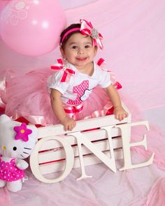 First Birthday Picture: hello kitty theme