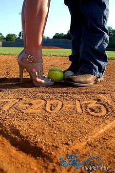 Engagement photos fling photography sports photography baseball softball - New Ideas Prom Pictures Couples, Homecoming Pictures, Prom Couples, Softball Pictures, Family Pictures, Senior Pictures, Engagement Couple, Engagement Pictures, Engagement Shoots