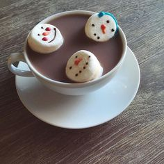 Do you wanna eat a snowman? 🎶 ☃ @rachelpuccetti says hot chocolate season starts NOW! #tistheseason