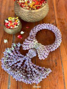 สวยงามค่ะ🌝🌟 How To Wrap Flowers, Diy Flowers, Fresh Flowers, Beautiful Flowers, Floral Garland, Flower Garlands, Flower Decorations, Wedding Decorations, Jasmine Plant