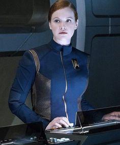 Mary Wiseman as Cadet Sylvia Tilly - Star Trek: Discovery. i love Tilly! Star Trek Enterprise, Star Trek Voyager, Star Trek Kostüm, Star Trek Ships, Star Trek Beyond, Star Trek Characters, Female Characters, Discovery 2017, Uss Discovery