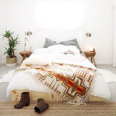 Minimalist Bedroom Luxury Ideas minimalist home with kids fun.Minimalist Bedroom Ideas Walk In bohemian minimalist home interiors.Minimalist Home Interior With Kids. Bedroom Design On A Budget, Bohemian Bedroom Design, Modern Bedroom Design, Bohemian Decor, Bedroom Ideas, Modern Bohemian, Bohemian Style, Boho Room, Bohemian Interior