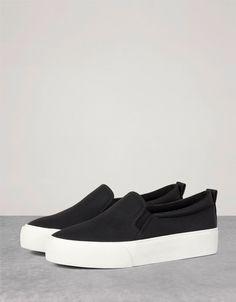 no lace embossed sneakers. Objevte tento a mnoho dalších výrobků u Bershky s… Sock Shoes, Slip On Shoes, Shoe Boots, Shoes Sandals, Shoes Sneakers, Platform Sneakers, Sneakers Fashion, Fashion Shoes, School Shoes