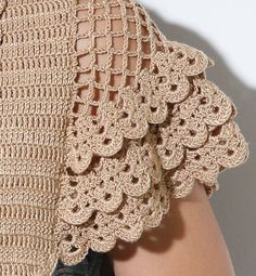 images attach c 0 120 703 Bonita manga a crochet. crochet hot pad,doily autumn leaf pattern for beginner by This Pin was discovered by GÜL Crochet sleeve detail w/ scallops Crochet Shrug Pattern Free, Col Crochet, Crochet Video, Crochet Shirt, Crochet Woman, Irish Crochet, Crochet Motif, Crochet Designs, Crochet Doilies