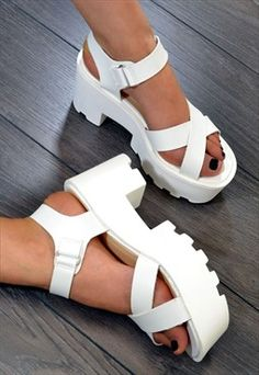 REGAL Chunky Heel Strappy Summer Sandals in WHITE shoes casuales cómodos de vestir deportivos hermosos hombre mujer vans Sock Shoes, Shoe Boots, Ankle Boots, Shoes Heels, Pumps, High Heels, Dream Shoes, Crazy Shoes, Me Too Shoes