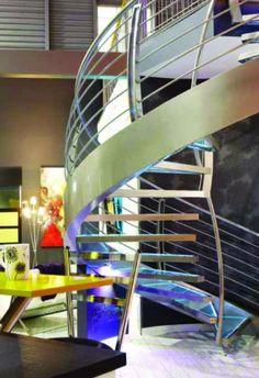 Escalier aérien de verre et de métal - Sofa Déco 2011 Construction, Architecture, Decoration, Staircases, Bespoke Furniture, Drinkware, Building, Arquitetura, Decor