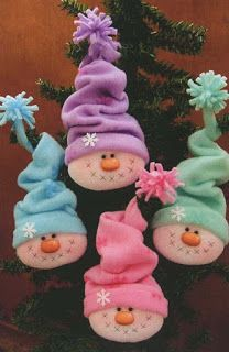 Felt Ornament Snowman Head with Hat Os encantos da net - Natal Christmas Snowman, Winter Christmas, All Things Christmas, Christmas Holidays, Snowman Crafts, Christmas Projects, Holiday Crafts, Fun Crafts, Xmas Ornaments
