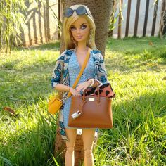 #croche by @dollsdacarol made by me #barbiestyle #barbietopmodel #feitoamao #chanel #feitoamao #costura #diorama #closet #fashion #diorama #fashionroyalty #moda #vogue #elle #mdf #louisvuitton #hermes #coach #chanel #madetomove #louboutin #doll #dollfotography #instadoll #barbie #costurando #guardaroupa #barbie #hermes #birkin #bags #miniature #nyfw
