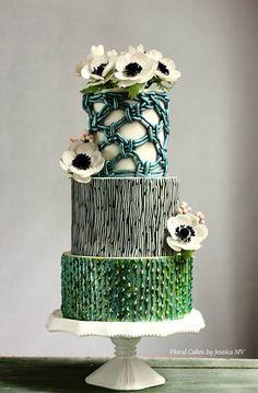 MACRAME VINTAGE WEDDING CAKE.