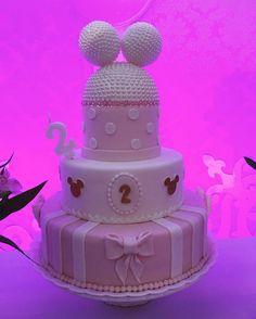 Festa Minnie Rosa da Júlia. Bolos decorativos especiais criados pela Personalizze Festas e Eventos #minnierosa #minnierosaparty #personalizzeparty #bolominnierosa #bolominnie #personalizzefestaseeventos #julia2anos #minniepartyideas #personalizadosdeluxo