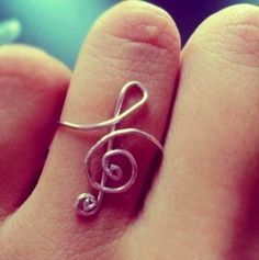 Treble clef ring. WANT!
