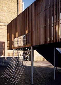 Asif Khan has designed an elevated playground for Chisenhale Primary School in Bow, East London, which has just completed construction and is the first part of the school's long-term masterplan. School Architecture, Architecture Details, Landscape Architecture, Primary School, Elementary Schools, School Places, Diy Kids Furniture, Public Realm, Architecture Wallpaper