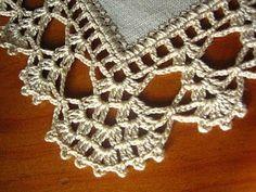 "Képtalálat a következőre: ""barradinhos em croche para panos de prato telma rocha croche"" Crochet Simple, Crochet Diy, Love Crochet, Crochet Dollies, Filet Crochet, Crochet Stitches, Crochet Granny, Crochet Boarders, Crochet Lace Edging"