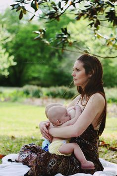 ☺Wonderful to be a good mother, a beautiful album . Breastfeeding Pictures, Breastfeeding Photography, Breastfeeding Photos, Photos Originales, Der Arm, Midwifery, People Of The World, Women Life, Mothers Love