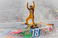 Kyle Busch wins again in Nascar at Bristol Motor Speedway in the number 18 Toyota.