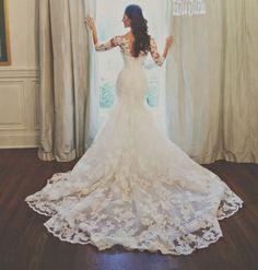 Prachtige mermaid / trompet stijl bruidsjurk gemaakt van kant. De top heeft drie kwarts mouwen met een Sweetheart halslijn. De jurk wordt helemaal op de hand en op maat gemaakt.