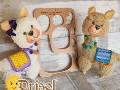 Dolly Doll, Diy Pallet Projects, Llamas, Teddy Bear, Homemade Toys, Jelly Beans, Cold Porcelain, Felting, Fabrics