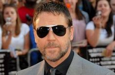 Russell Crowe witnesses truck crash