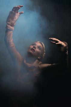 Alice Rose liefert den Schall, grade die. den Rauch. Und genauso wenig, wie man Musik greifen kann, bleibt auch die Musikerin lediglich eine flüchtige Erscheinung.