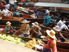 Damnoen Saduak Floating Market (near Bangkok)   http://liliansg.hubpages.com/hub/My-memory-of-Thailand-Many-Pictures