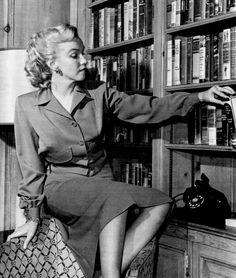 """Marilyn Monroe photographed by Earl Leaf, 1950. """