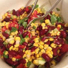 Salade de maïs et haricots rouges à la mexicaine: délicieuse, savoureuse, parfumée, croquante, fraîche, équilibrée, rapide et facile à réaliser. Je l'adore!!
