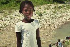 Στο βίντεο που δημοσίευσε η οργάνωση WATERisLIF εμφανίζονται παιδιά και ενήλικες από χώρες της Αφρικής να διαβάζουν πραγματικά προβλήματα συνανθρώπων μας από αναπτυγμένες χώρες όπως αυτά αναρτήθηκαν στο hashtag # FirstWorldProblems. Mens Tops, T Shirt, Fashion, Supreme T Shirt, Moda, Tee Shirt, Fashion Styles, Fashion Illustrations, Tee
