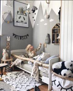 Simple and modern kid's room for a boy with wooden junior bed and wooden accessories #bed #bedroomideas #nursery #nurseryideas #nurserydecor #kids #kidsroom #children #babyboy #babygirl #baby #toddler #junior #design #scandinaviandesign #scandi #stars #mother #crib #cot #cotbed #chestofdrawers #dresser #accessories #funiquefurniture #funique #instalike #instagood #stylekids #kidsfashion