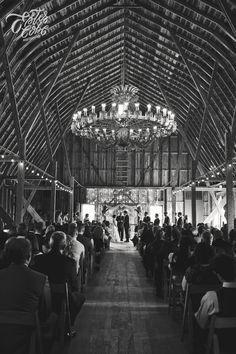 Cottonwood barn chandelier | Wedding Photographer | Michigan Wedding Photographer | Detroit Photographer | Michigan Photographer | Ester Cobe Photography | estercobephotography.com