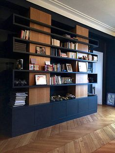 Wall Bookshelves, Room Shelves, Bookcase, Bookshelf Plans, Interior Decorating, Interior Design, Living Room Interior, Furniture Design, Diy Furniture