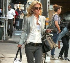 I adore Kelly Ripa's style! This is a classy look, along with her Birken of course. She must have one in every color!