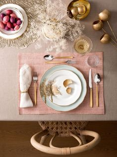 Pastel Perfection Pastel Perfection – 25 Thanksgiving Table Arrangements You Can Totally Master, According To Pinte Pink Table Decorations, Decoration Table, Table Rose, Table Flower Arrangements, Table Flowers, Dining Etiquette, Thanksgiving Table Settings, Album Design, Elegant Table